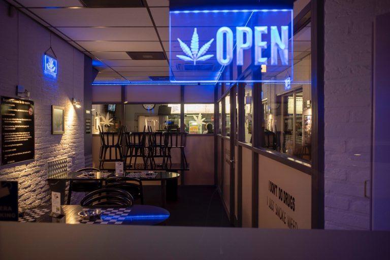 Delivery vs. Dispensary: Why Customers Are Opting for Cannabis Delivery